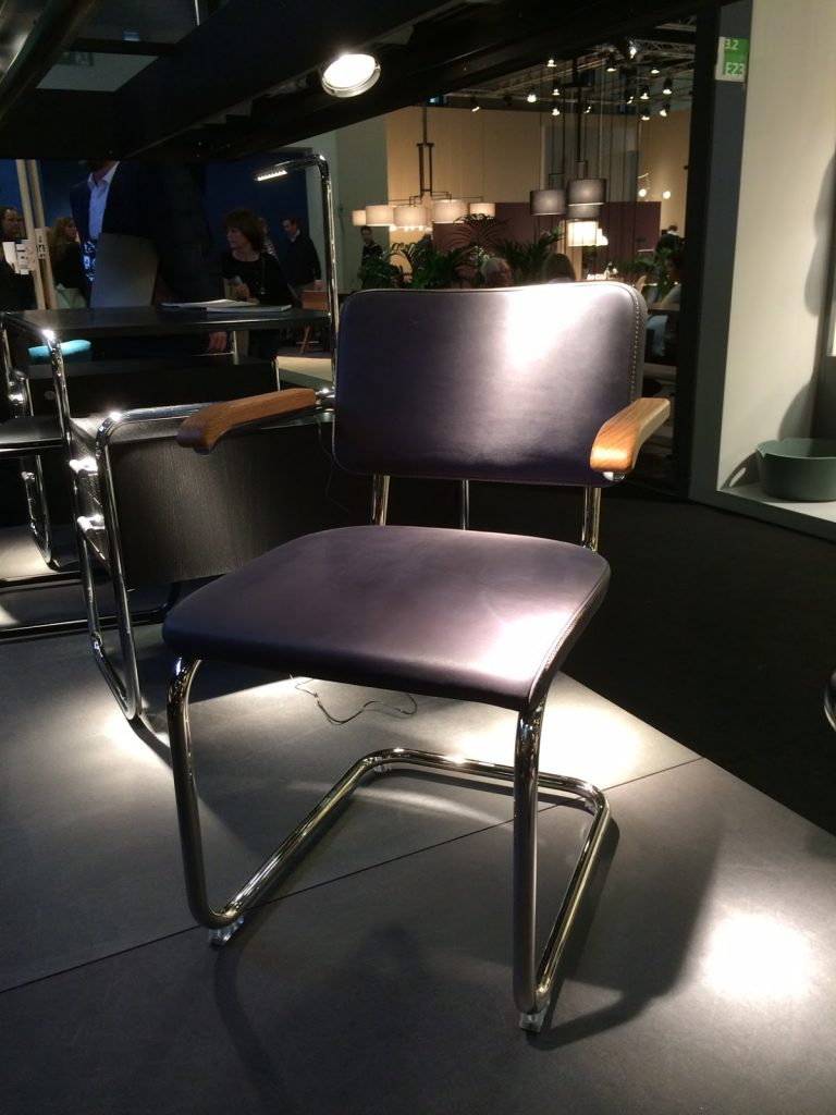 Thonet Stuhl in Leder mit Armlehnen