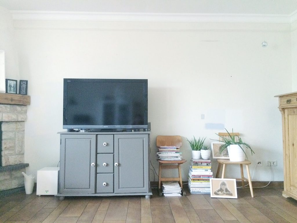 styling a creative living room at low cost