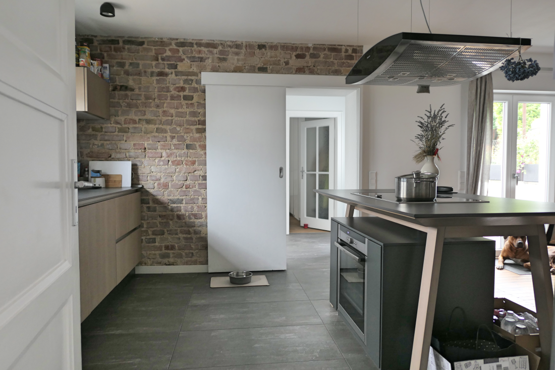 modern kitchen and old brick wall - hometour